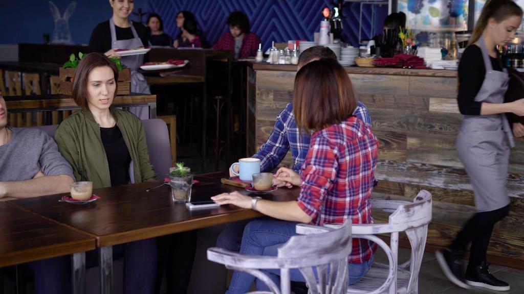 Работа официанткой в барах, кафе и ресторанах
